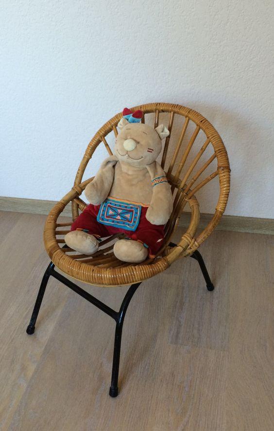 Petit fauteuil d'enfant en bambou, rotin et pieds métal  vintage. de la boutique lifestyle66 sur Etsy