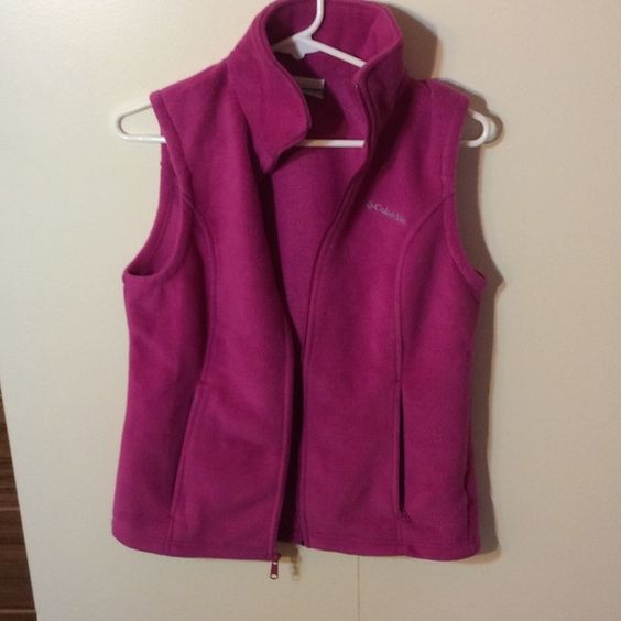 Magenta Columbia vest No hood, zippered outer pockets, all zippers work great cuz only worn outside once! Fleece and unlined but super warm Columbia Jackets & Coats Vests