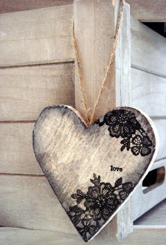 Romantisch houten hart met kant