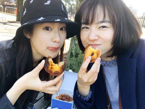 タルトを食べる柴田杏花