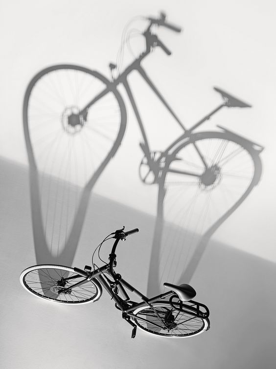 Le Monde d'Hermès n°64. Bicycle in carbon fibre, carbon and lightwood Spad taurillon leather. #hermes #menswear