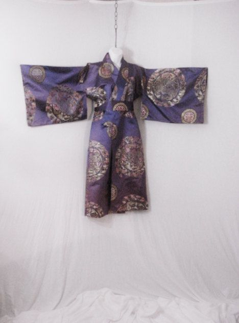Kimono asiatique Oriental violet Satin or par Yesteryearsthreads
