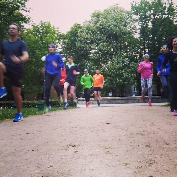 88. Trening biegowy #RC_WAW  #bieganie #trening #runbersclubpl #runnersclub #running #trainhard #bestfriends by rc_waw