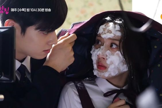"Watch: ASTRO's Cha Eun Woo Successfully Protects Moon Ga Young For ""True Beauty"" Filming"