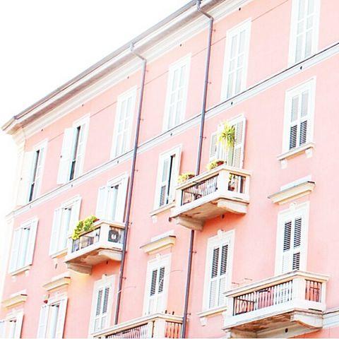 ピンク 街並み カワイイ オシャレ インスタ映え パステル 外国 街並み 外国 おしゃれな壁紙背景