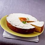 Una torta di carote dal piacere rustico e raffinato arricchita da una gustosa crema alla menta. Guarda la ricetta su Sale&Pepe.