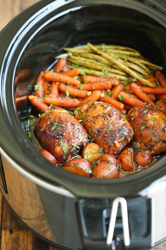 Slow cooker honey garlic chicken and veggies recipe for Cooking chicken thighs in crock pot