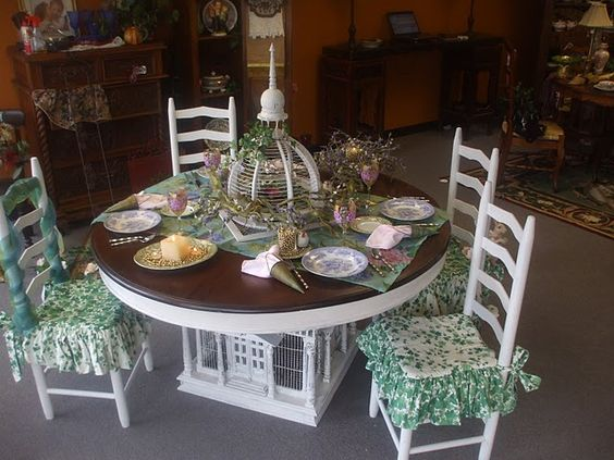 I love this table!  Charming!