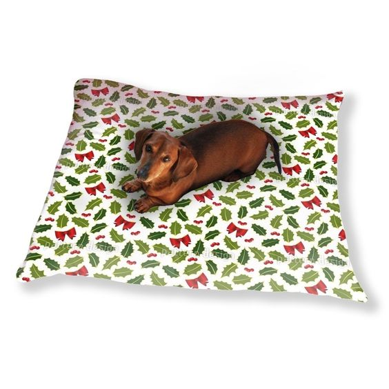 Uneekee Holly Christmas Dog Pillow Luxury Dog / Cat Pet Bed