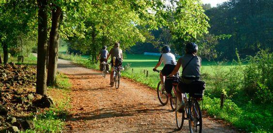 Disfrute de un viaje en bicicleta por las #VíasVerdesdeGirona en etapas de corta distancia durante todo el año desde 509€ (6 días / 5 noches).  http://bit.ly/2iHG7Lv