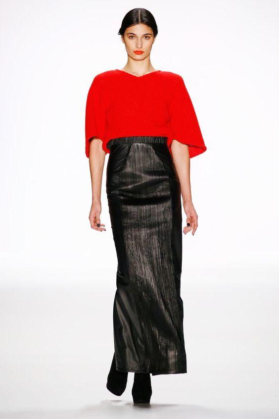 Pin for Later: Seht die wichtigsten Trends der Berlin Fashion Week im Schnelldurchlauf Tag 4: Maisonnoée Rot setzte starke Kontraste auf dem Laufsteg von Maisonnoée, der hauptsächlich durch elegante, schwarze Ensembles überzeugte.                                                                                                                                                                                 Mehr