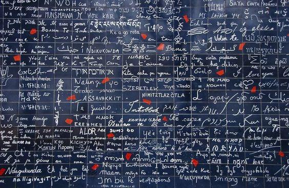 Ο εντυπωσιακός τοίχος της αγάπης στην Πανέμορφη πόλη του Παρισίου