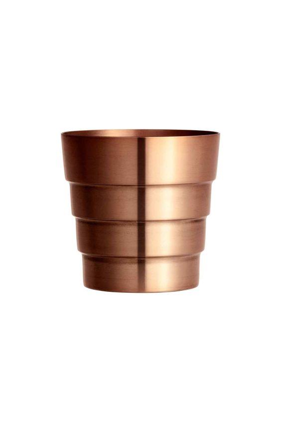 e6 Vaso in metallo spazzolato: Vaso in metallo spazzolato. Diametro superiore 13 cm, altezza 13 cm.