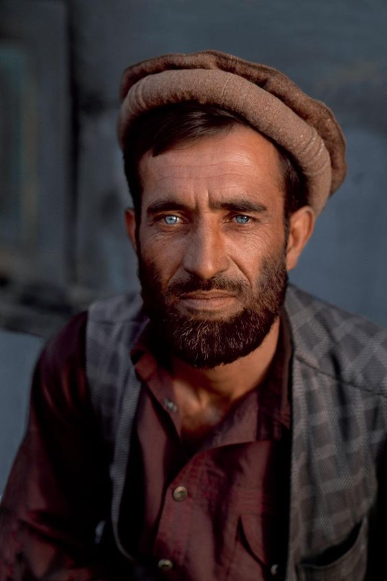 Portrait by Steve McCurry - Man from Afghanistan (++)