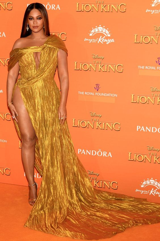 Hot or Not - Beyonce in abito d'oro all'anteprima del Re Leone