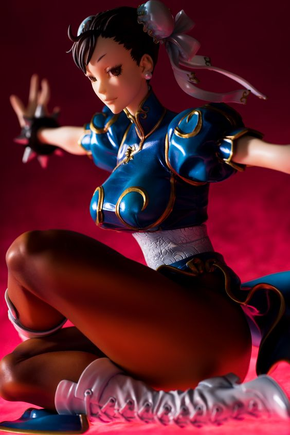 Chun-li (Spinning Bird Kick) Statue