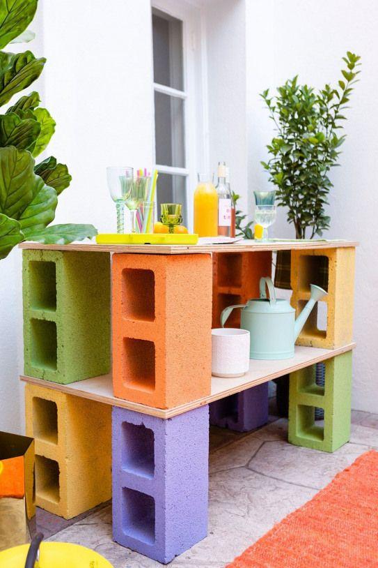 Make This Cinder Block Bar No Toolbox Necessary Brit Co Smallwoodcrafts Mobilier De Parpaing Mobilier Exterieur Diy Diy Meuble