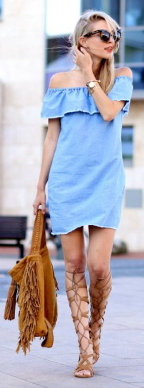 The blue off-the-shoulder denim dress and the brown suede bag and gladiator sandals gives a very balanced feel to this outfit. Via Leonie Sophie Dress/Bag: Zara, Sandals: Uterque. How To Wear Gladiator Sandals: