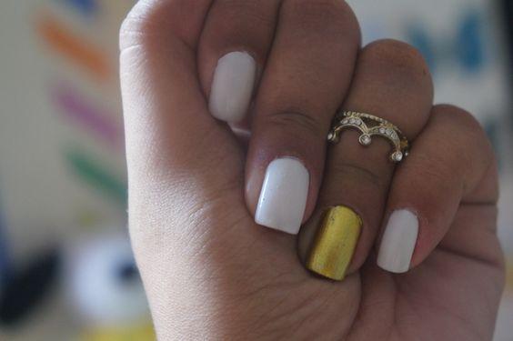 Branco e dourado