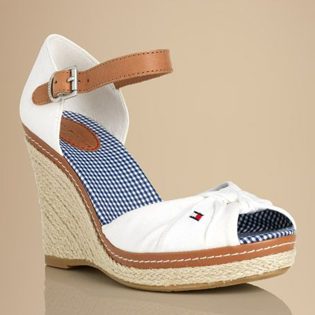 Retro chic peep-toe sandals are a must-have to complement this season's feminine, floaty summer dresses. Cotton upper in retro twist-knot styling with Tommy Hilfiger flag embroidered on the outside. Leather buckle strap around the ankle with textile heel cap. Gingham cotton lining for ultimate comfort on warm days. Cotton and leather sock lining with Tommy Hilfiger logo embossed at the heel. Jute-covered plateau sole and 10.5cm wedge heel with rubber outsole. Turn heads with a splash of…