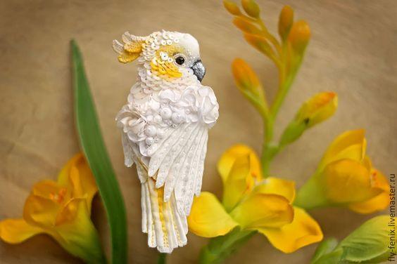 Броши ручной работы. Ярмарка Мастеров - ручная работа миниатюрная брошь - Белый Какаду. Handmade.