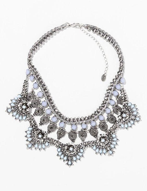 Pin for Later: 10 Teile aus Zaras Schmuckkollektion, die euch beeindrucken werden  Zara silver and moonstone bib necklace ($40)