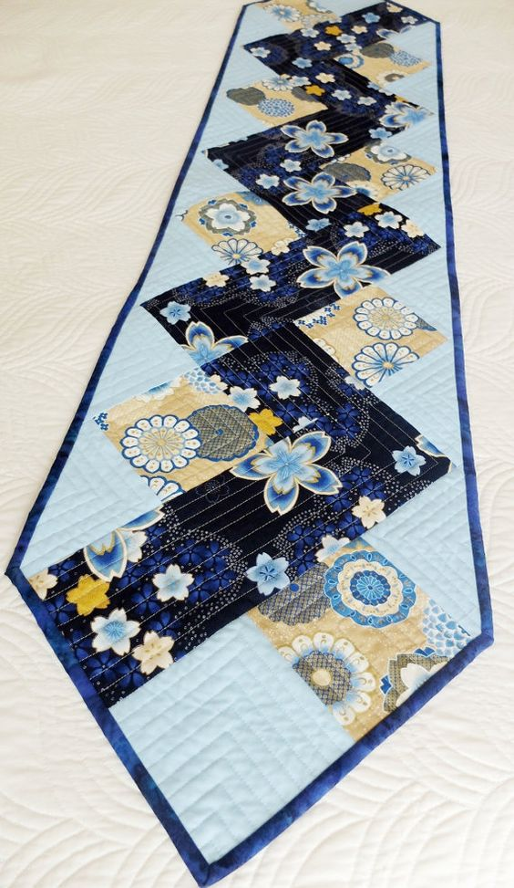 Zig zag patchwork quilted tablerunner blue and cream for Modern table runner