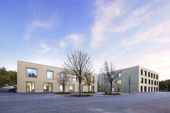 Mit dem Neubau der integrativen Sophie-Scholl-Sekundarschule in Gießen hat das Architekturbüro Diehl vielfältigen Raum zum inklusiven, klassenübergreifenden Lernen geschaffen. Foto: RALF HEIDENREICH