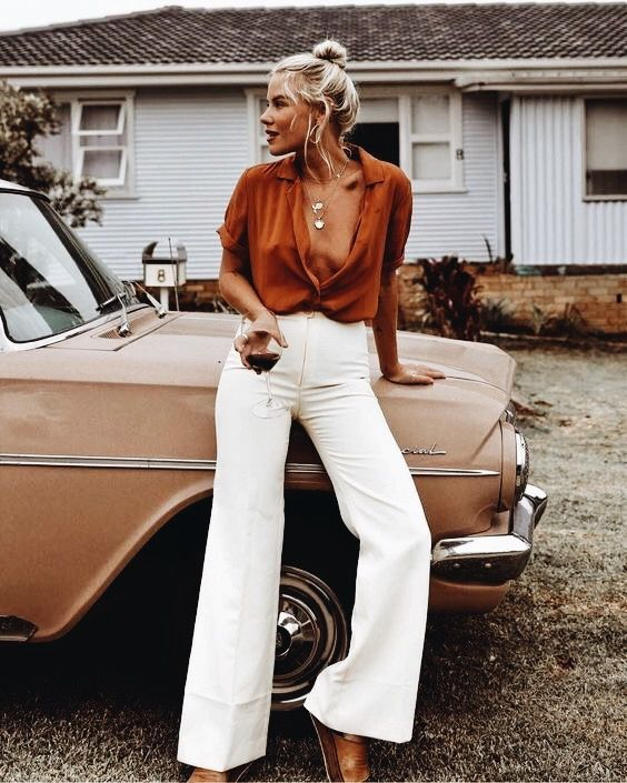 Vintage 70 S Style Is So Cute White Wide Leg Pants And A Classic Car Fashion 70s Fashion Clothes