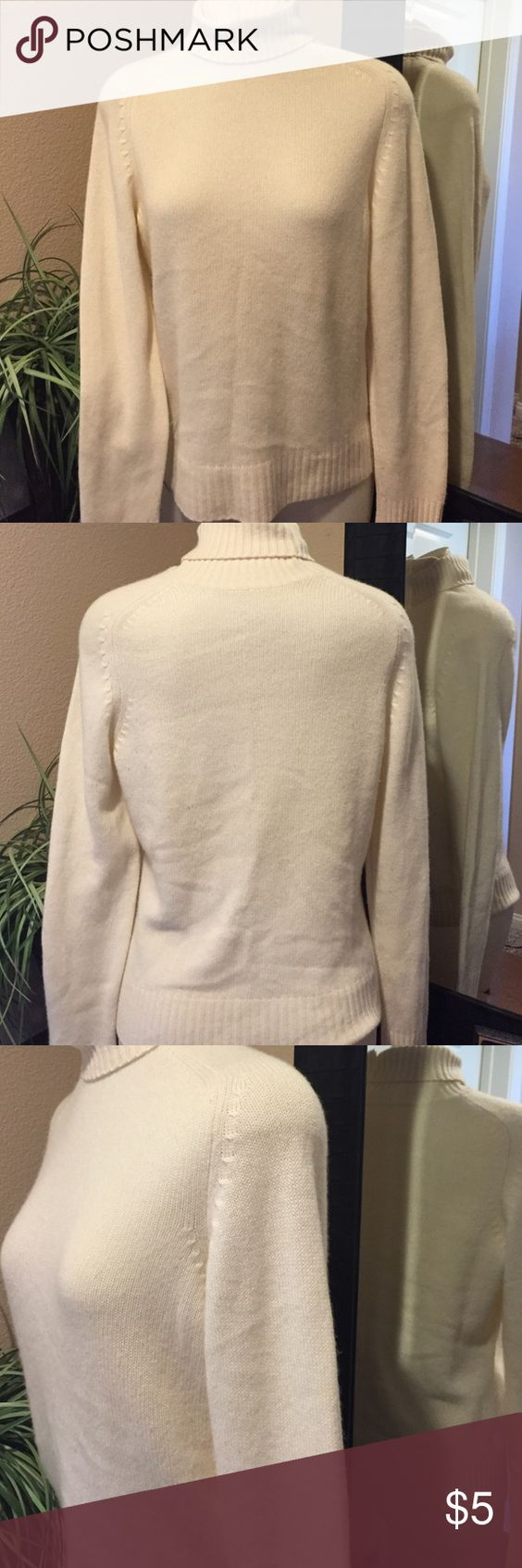 Soft Sweater 💕 Soft turtleneck sweater in excellent condition,  removed tag for comfort thanks for looking 😊 Sweaters Cowl & Turtlenecks