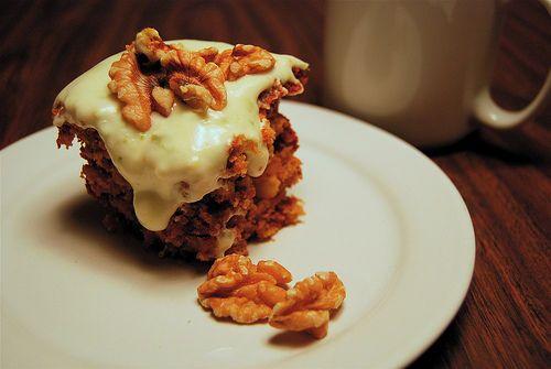 Voici le recette du carrot cake, un délicieux gâteau fait à base de carottes, mais qui est sucré et délicieux avec un glaçage. A essayer absolument !