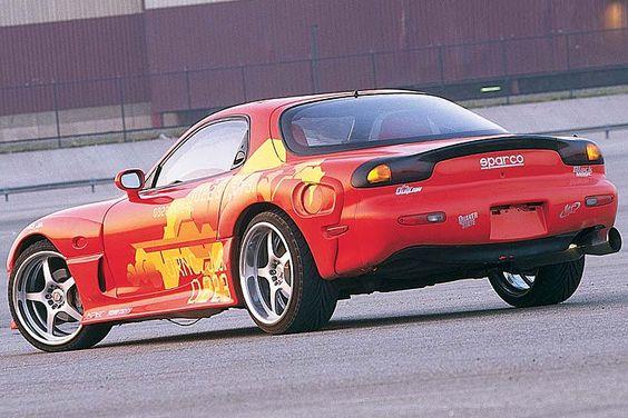 . darf der Mazda RX-7 nicht fehlen. Der Wankel-Sportler hat sich schließlich als Sportgerät für illegale Straßenrennen bewährt. Ein RX-7 vom...