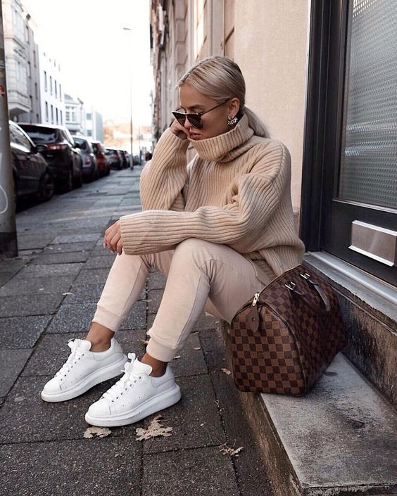 """Romina Meier on Instagram: """"sunday moodyyy 👼🏼"""""""