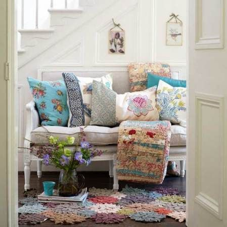 Cute cottage-style foyer!
