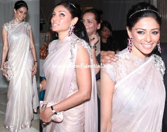 Love the hairband with the saree!