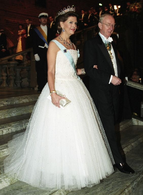 Queen Silvia  at the Nobel prize ceremony in 2001 Dress by Nina Ricci