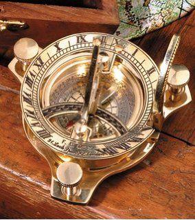 antike Sonnenuhr mit Kompass Nostalgie Zeitmesser aus Messing in Holzbox Geschenkbox aus Holz mit Anleitung, Kompassnadel feststellbar