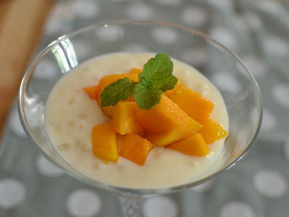 À convite da Fritz&Frida, adona da cozinha da Casa Destemperados, Idana Spassini, preparou uma receita de sagu com leite de coco e no lugar do creme, manga.