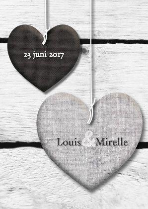 trouwkaart stoffen harten op hout, van iets fraais op Kaartje2go   https://www.kaartje2go.nl/trouwkaarten/prints-van-harten-en-grijs-hout