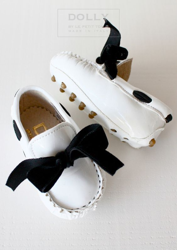 Cute BABY MOCCASIN & BOW white / DOLLY by Le Petit Tom ®
