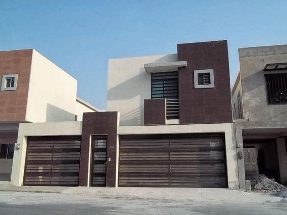 Fachada contemporanea de casa con doble cochera separada for Losetas para fachadas
