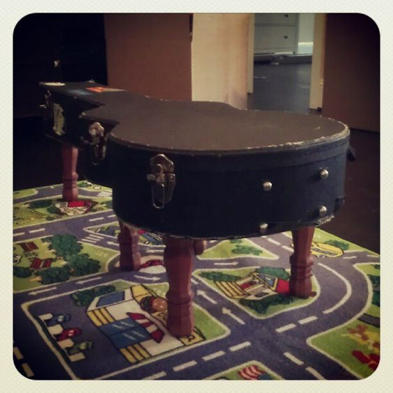 coffee table made out of an old guitar case diy pinterest guitar case caves and music rooms. Black Bedroom Furniture Sets. Home Design Ideas