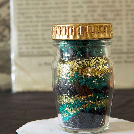 A modern take on a classic craft: a DIY sugar art jar with a glittery twist.