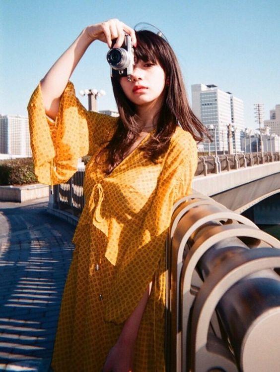写真を撮ってる池田エライザ