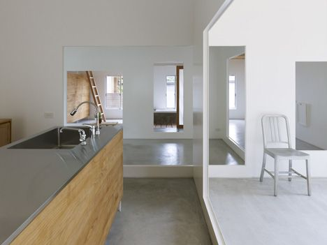 House in Amagi by Atelier Cube: Connected Cubes, Contemporary Kitchens, Interiors Kitchen, Cubes House, Architecture Interiors, Cube Kitchen