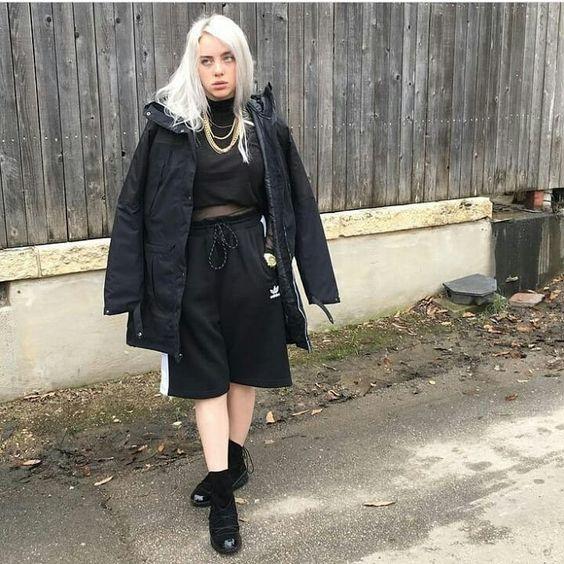 Não sou fã da Billie Eillish mas ela usa umas roupas maneiras então fodase