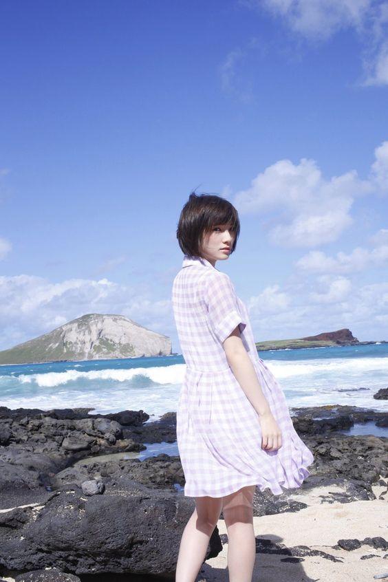 青い空と海と岡田奈々
