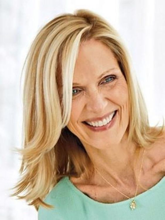 medium blonde hairstyle for mature women