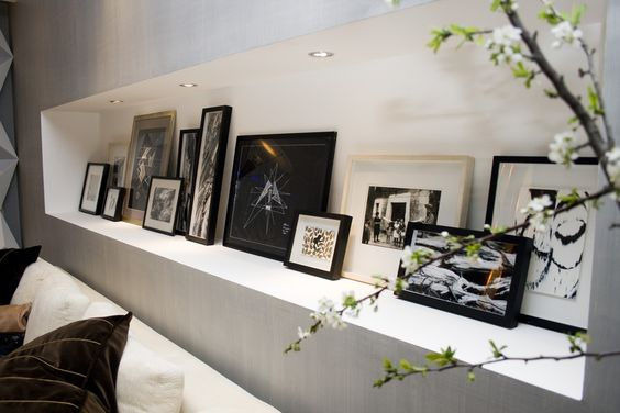 Wonderful art niche.  Living in DesignLand: IDEA REPISA CUADROS