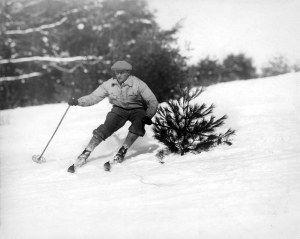Les débuts du slalom au milieu des années 1920. A l'époque, pas de combinaison moulante, ni de masque.